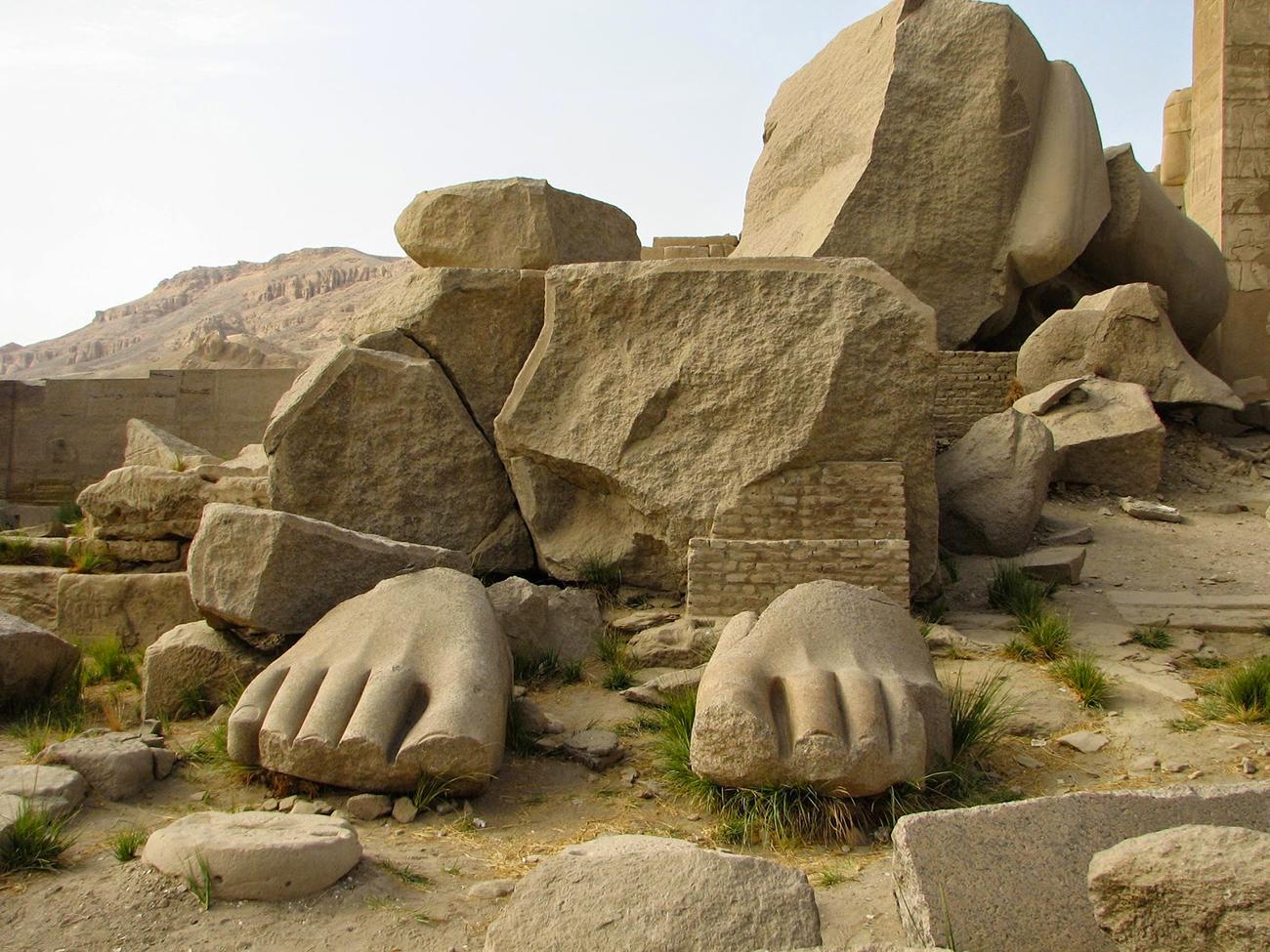 resti-di-statua-gigantesca-a-ramesseum
